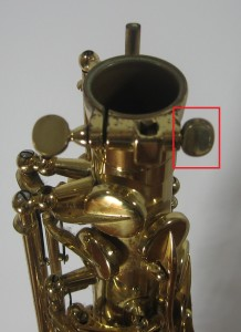 Keeping fingers close to keys on saxophone